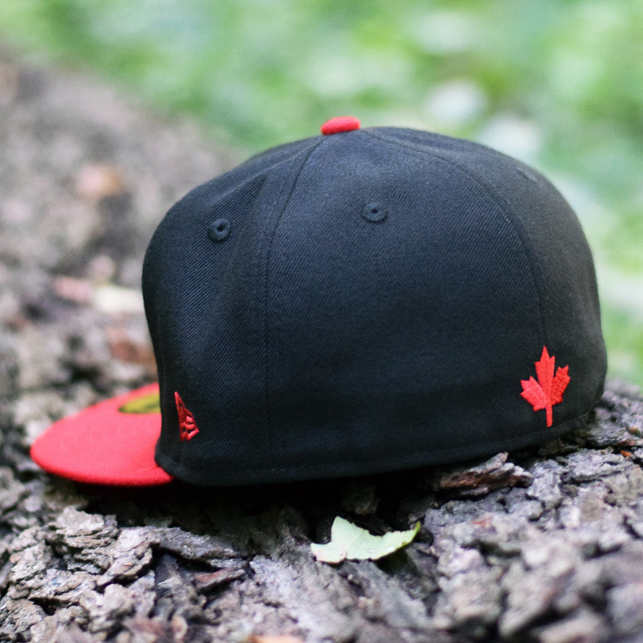 788120de0ee ... Nobe North - Bear Explorer Maple Leaf Black   Red New Era 59Fifty Hat -  Back