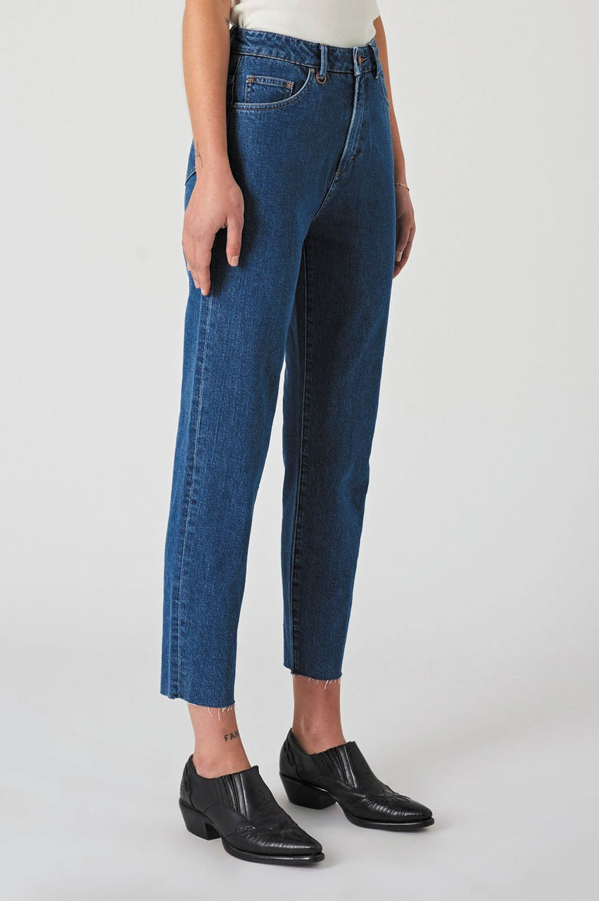 Neuw Ladies Lola Mom Jeans - Right