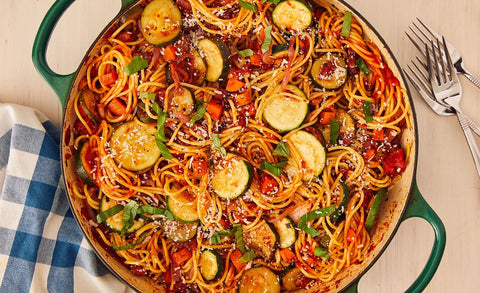 Vegetable spaghetti in a pot, an easy vegetarian dinner recipe