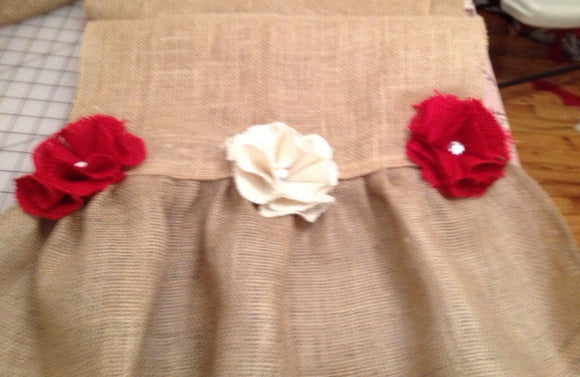Burlap roses table runner