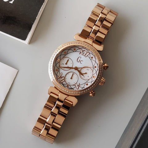 GUESS WOMEN WATCH.