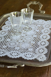 LINEN LOOK | Lace Trim Placemat & Tray Cloth in Vynil