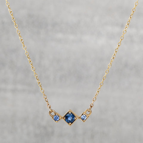 Balance Necklace - Blue sapphires