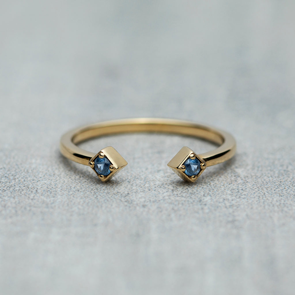 Open Ring - Blue sapphires / Daybreak blue