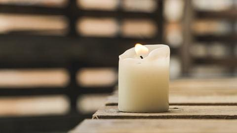 Paraffin vs. Soy vs. Beeswax: Which Wax Is Best For Your Candles? - Embla