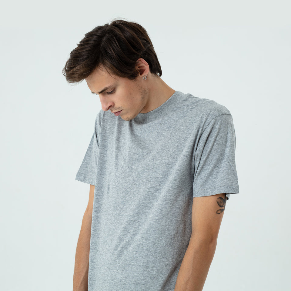 Bruce - la base heather-grey t-shirt in organic coton worn by Sebastien François