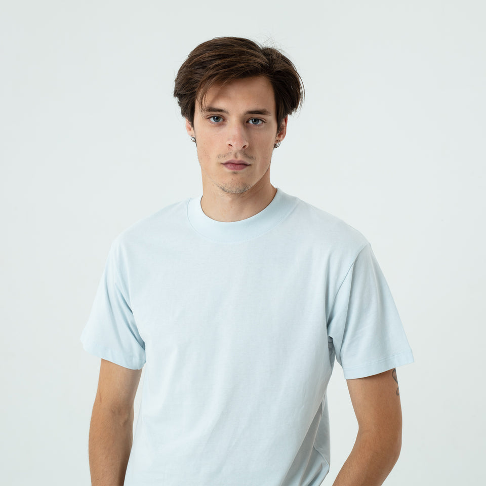 Bruce - la base ice-blue t-shirt in organic coton worn by Sebastien François