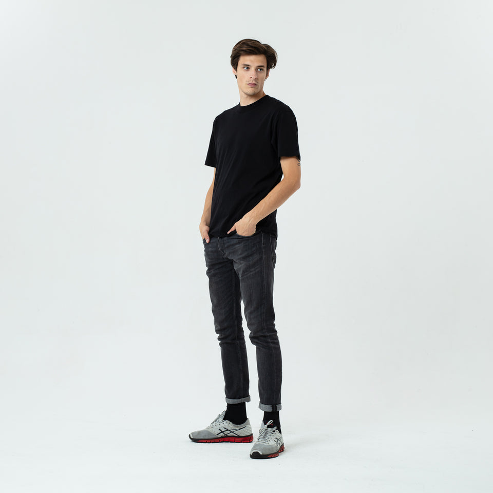 Bruce - la base black t-shirt in organic coton worn by Sebastien François