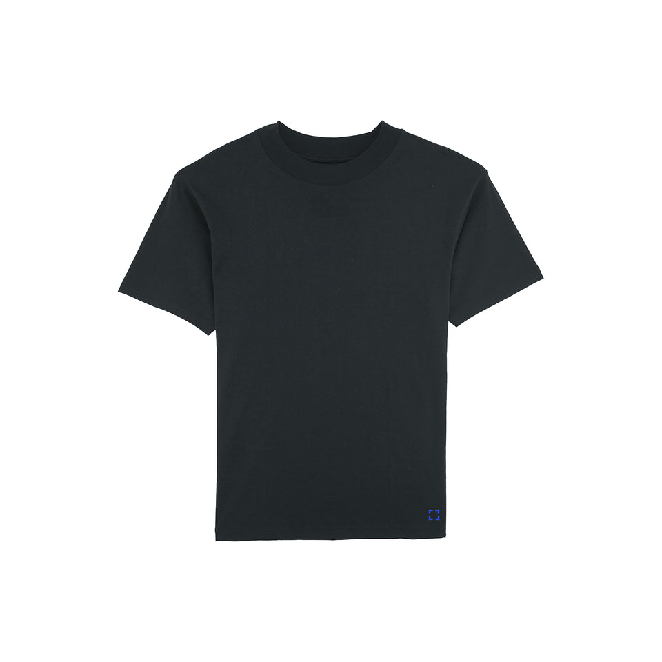 Bruce - la base packshot of a black t-shirt in organic coton