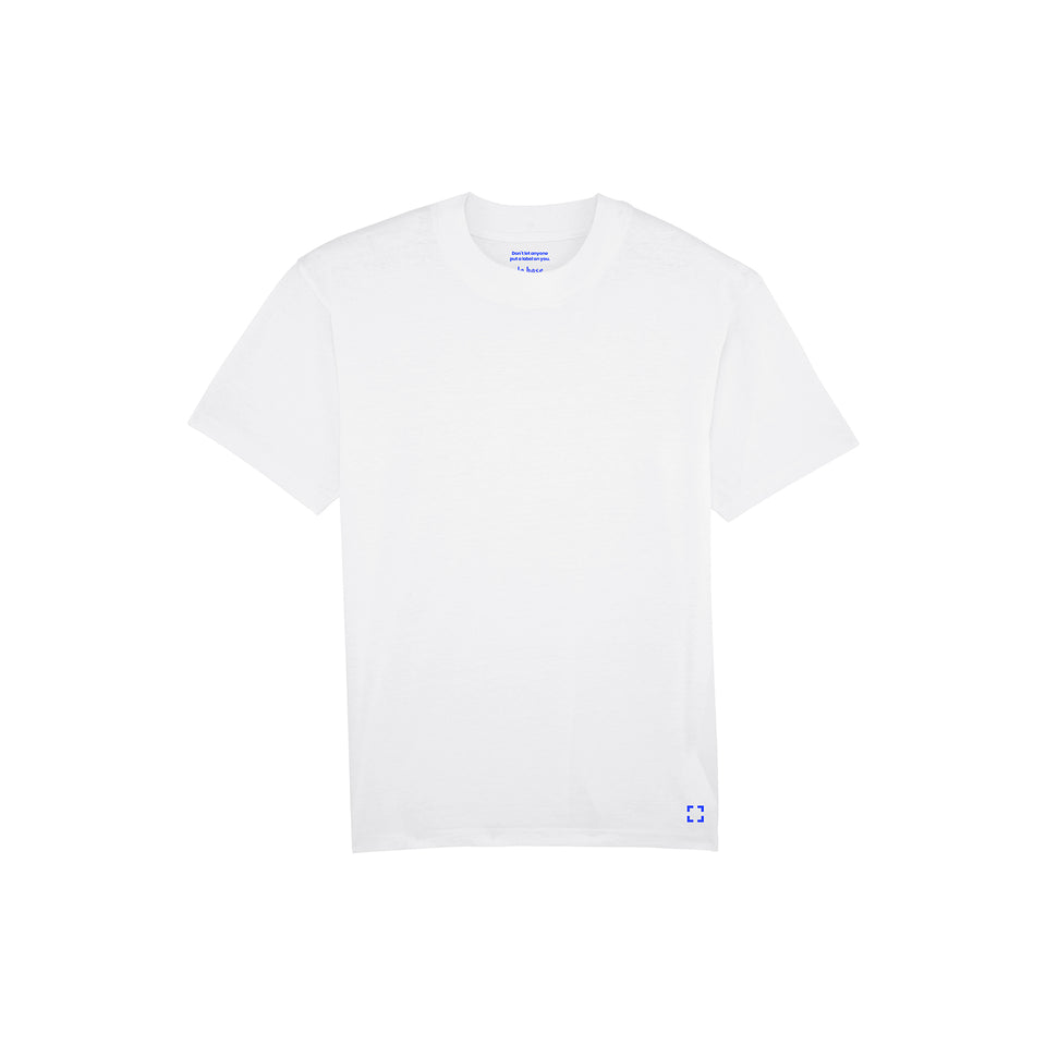 Bruce - la base packshot of a white t-shirt in organic coton