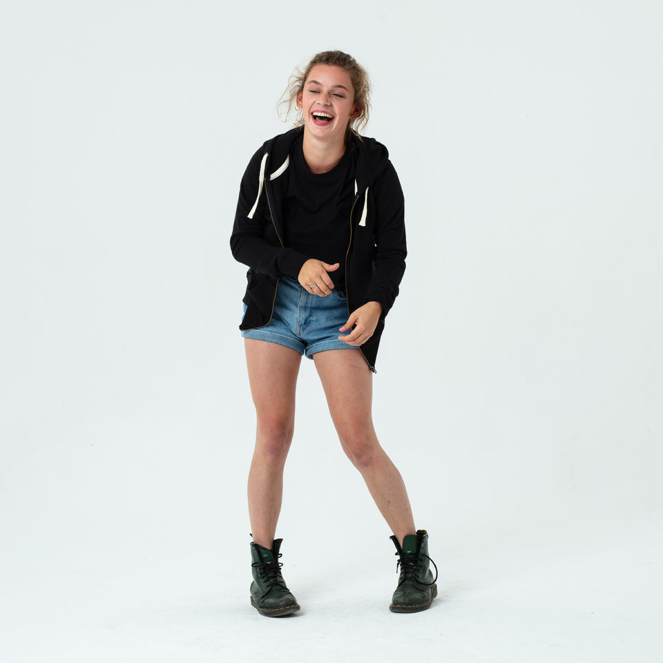Leia - la base black zipped hoodie in organic coton worn by Mara Taquin and laughing