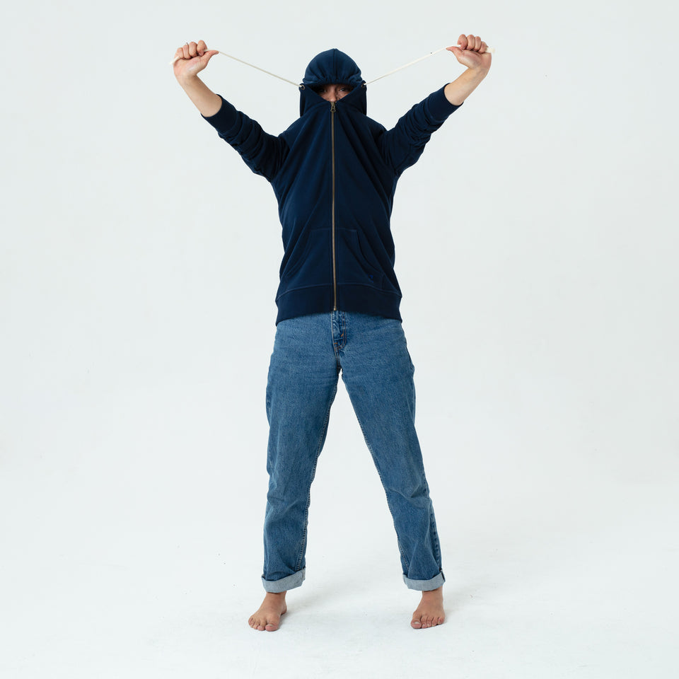 Leia - la base navy zipped hoodie in organic coton worn by Mara Taquin in a funny way