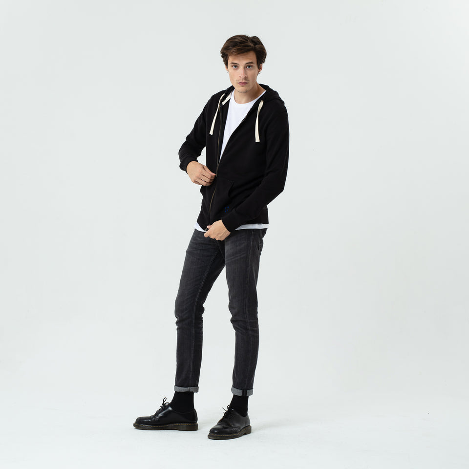 Luke - la base black zipped hoodie in organic coton worn by Sebastien François