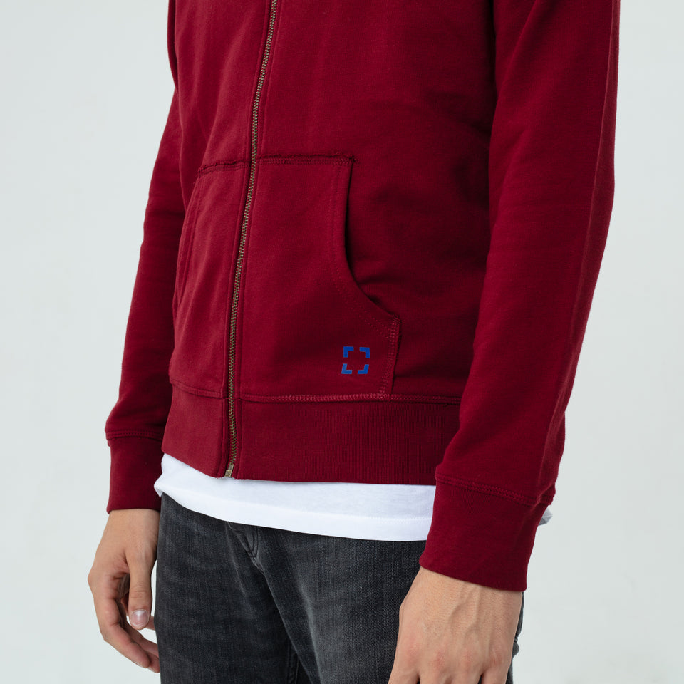 Luke - la base burgundy zipped hoodie in organic coton presented in close up