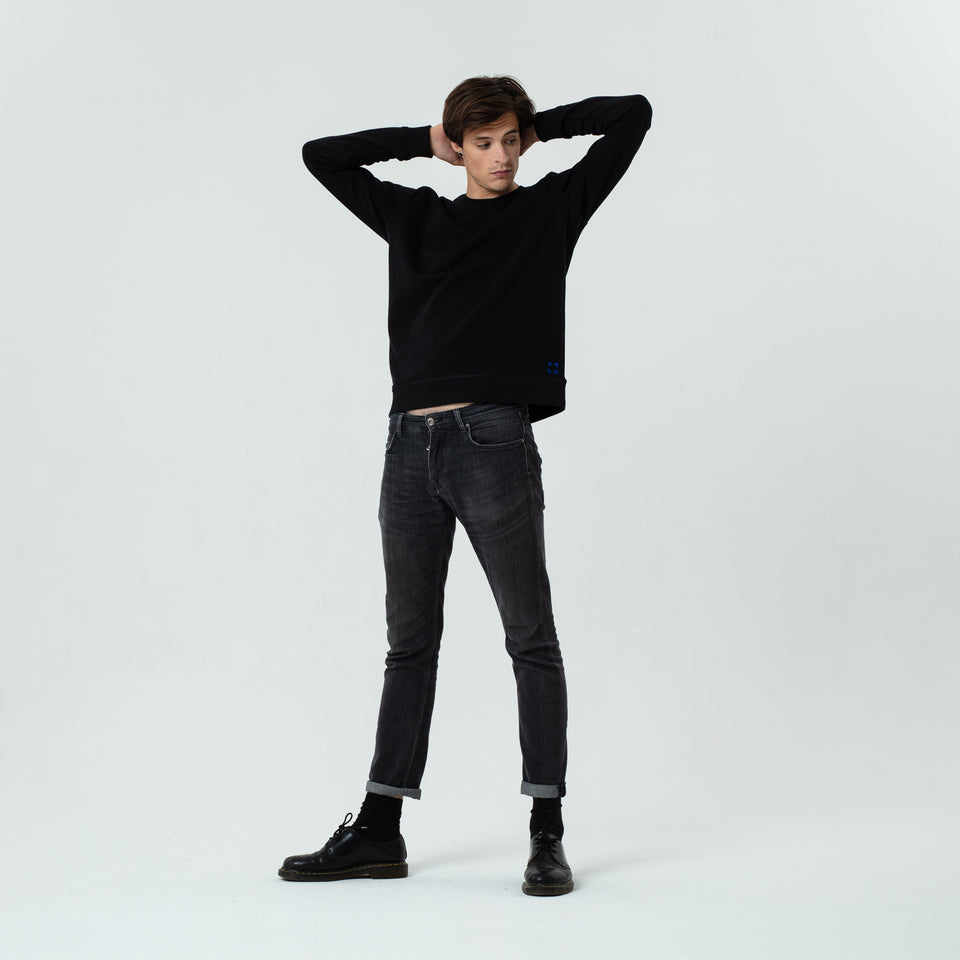 Mac - la base black usinex sweat in organic coton for women and men worn by Sebastien François in a comfortable way