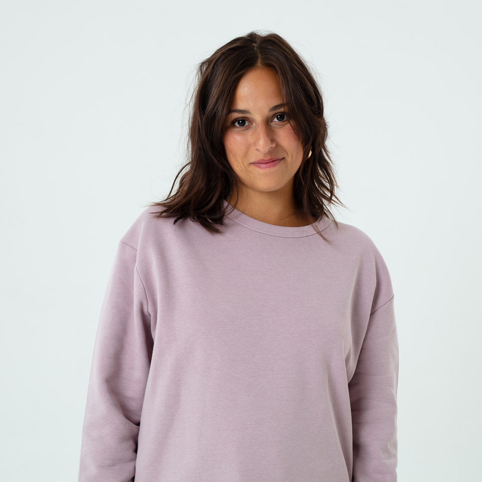 Marty - la base lilac usinex softest sweat in organic coton for women and men worn by Elodie Gerard