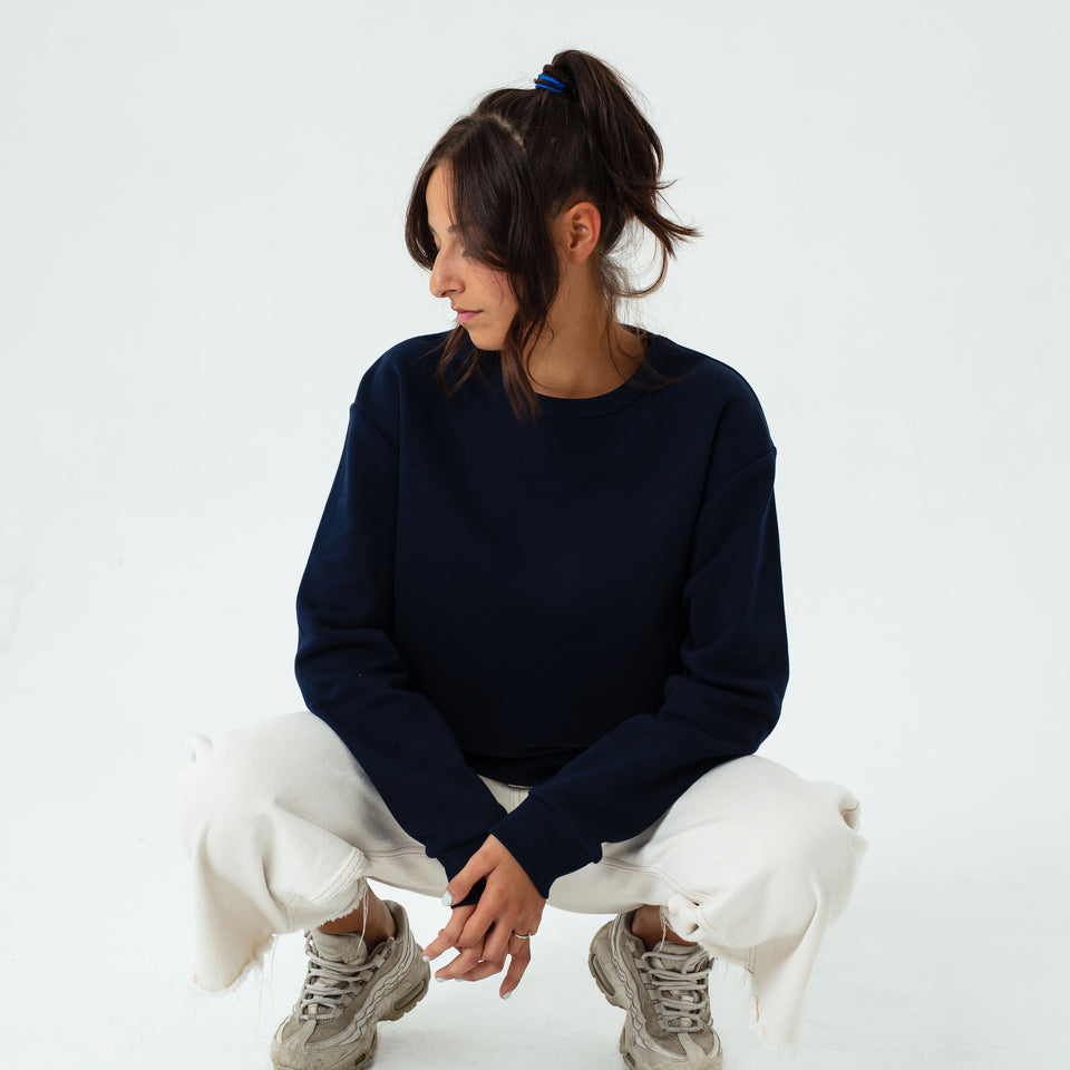 Marty - la base navy usinex softest sweat in organic coton for women and men worn by Elodie Gerard