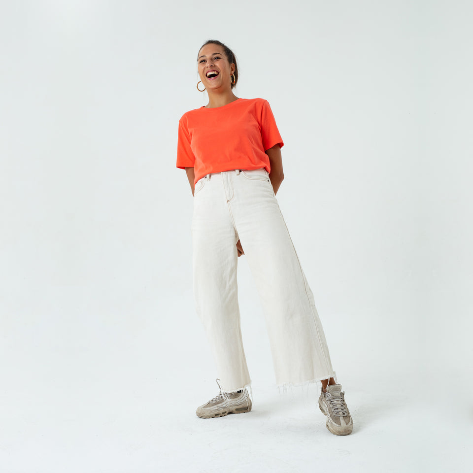 Morgan - la base neon coral usinex t-shirt in organic coton for women and men worn by Elodie Gerard