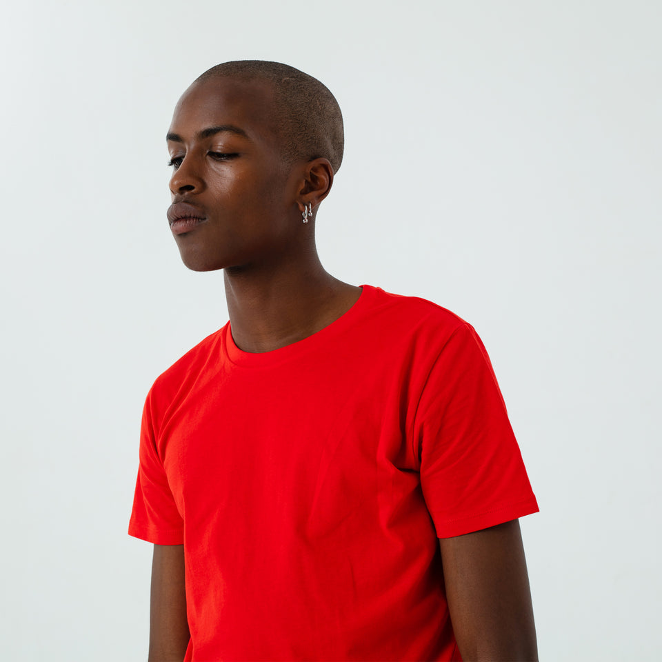 Morgan - la base pure red usinex t-shirt in organic coton for women and men worn by Eklou