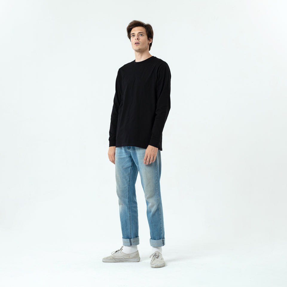 Tony - la base black long sleeve t-shirt in organic coton for men worn by Sebastien François