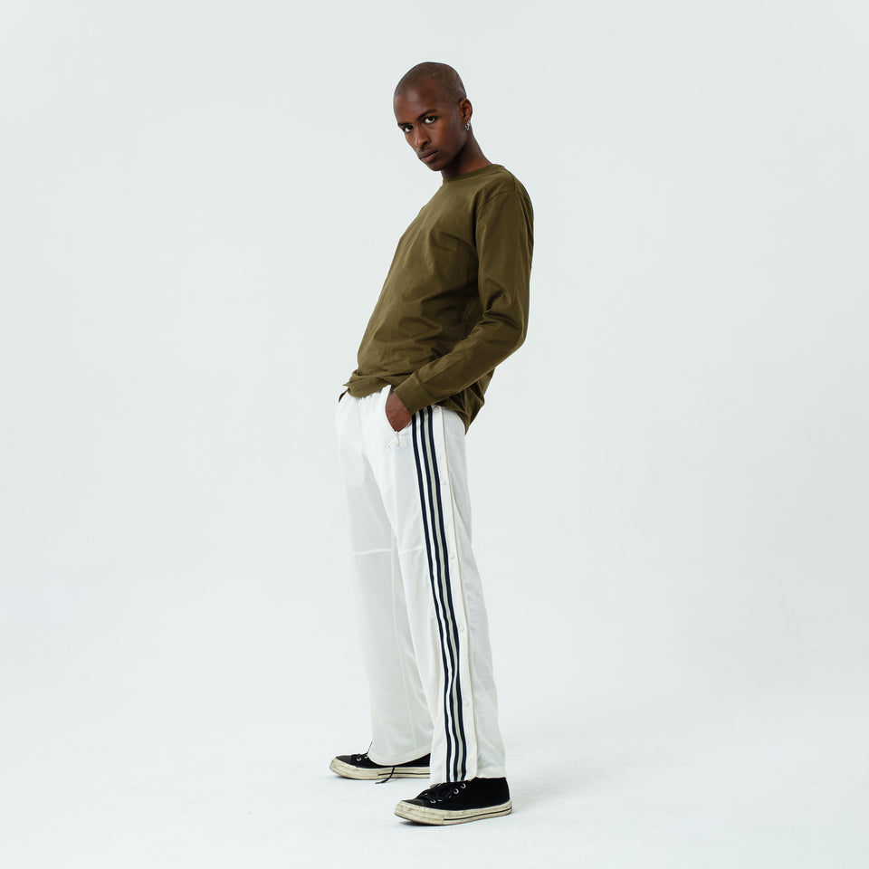 Tony - la base khaki long sleeve t-shirt in organic coton for men worn by Eklou