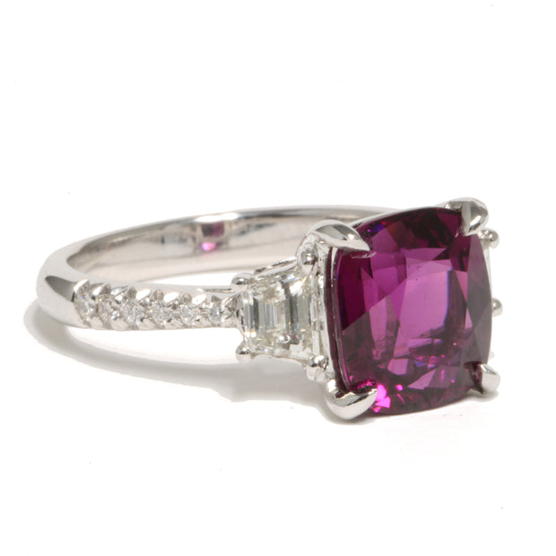 18kt White Gold Lavender Garnet Ring