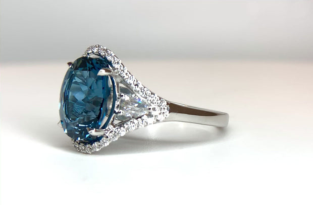 18K White Gold Blue Topaz and Diamond Ring 4.50 ct