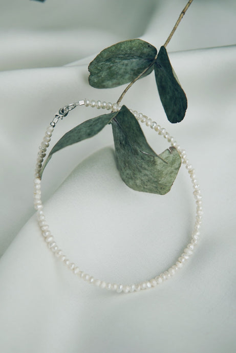 Simple pearl ankle bracelet