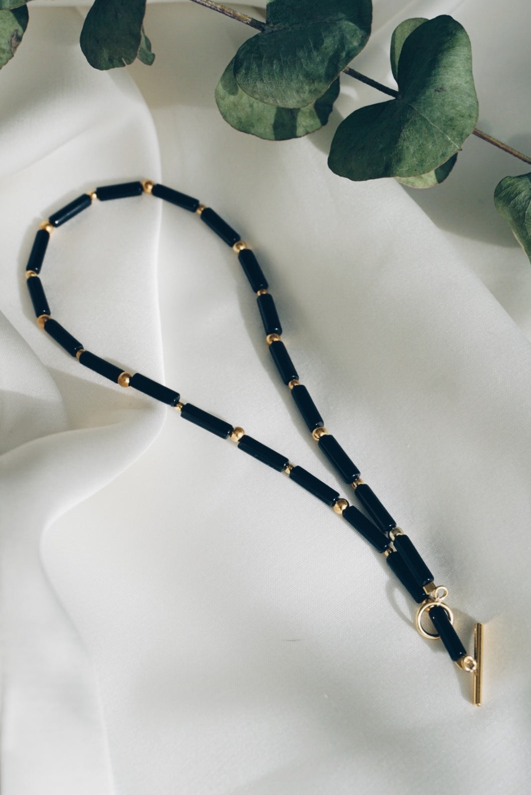 Tube toggle onyx necklace