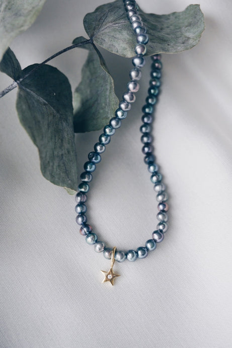 Grey star pearl necklace