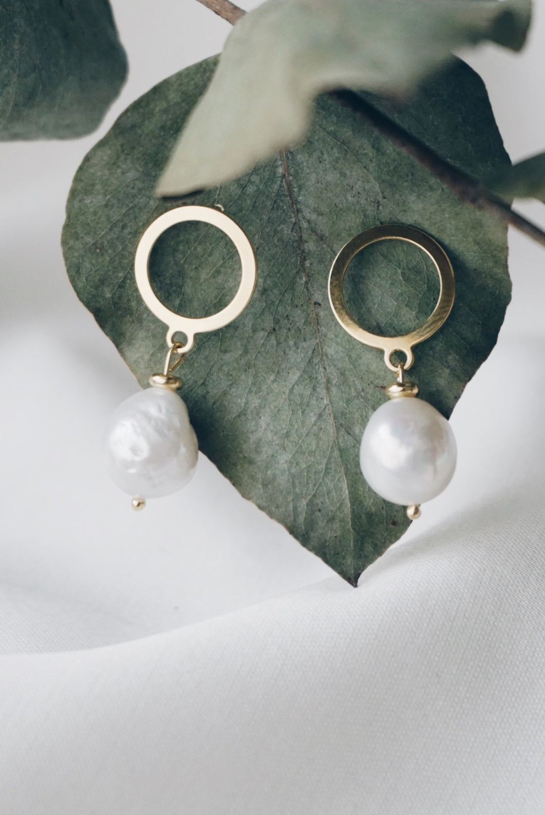 Gold circle baroque earrings