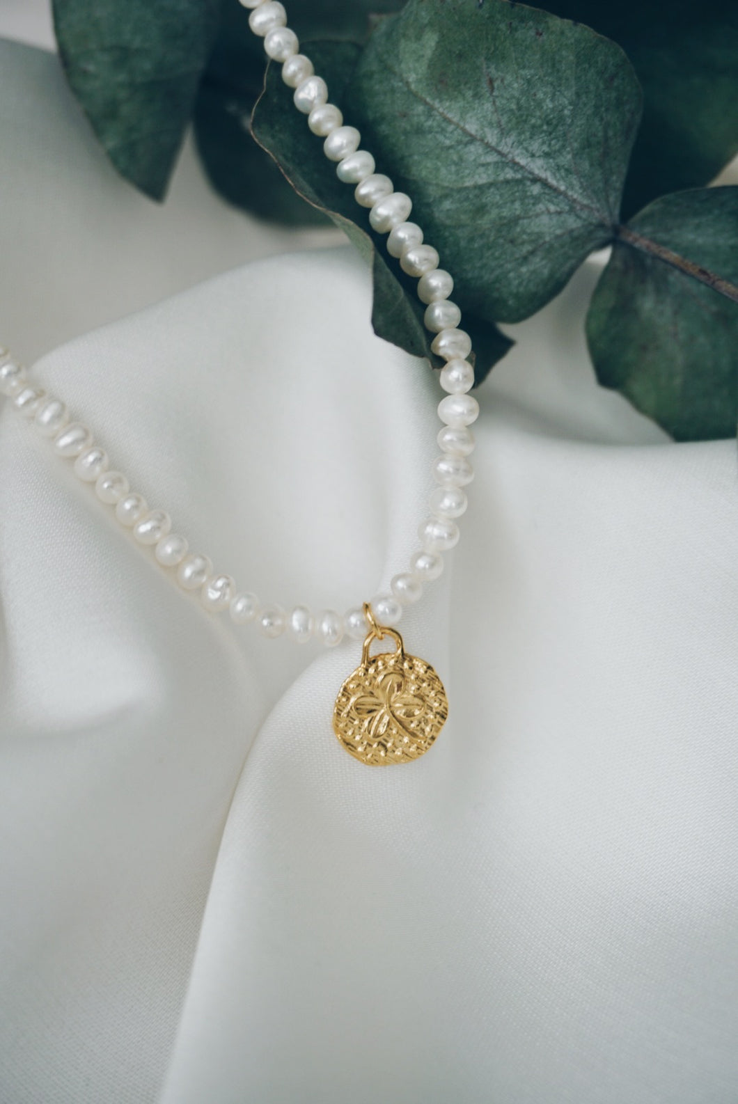 Small clover pearl necklace