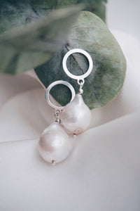 Circle baroque pearl earrings