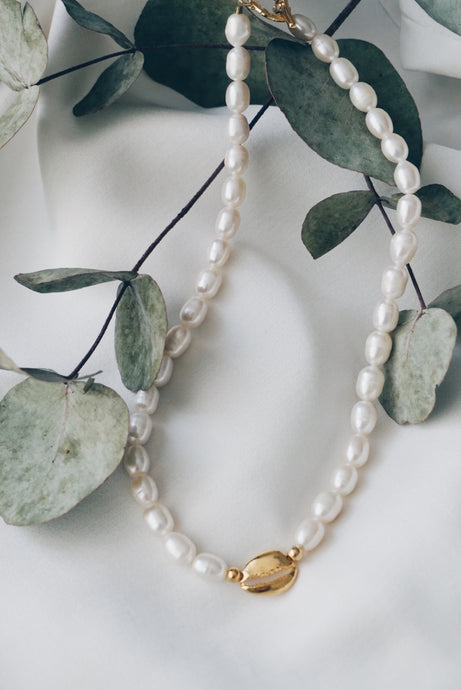 Shell toggle pearl necklace