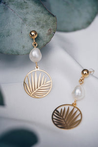 Palm pearl earrings