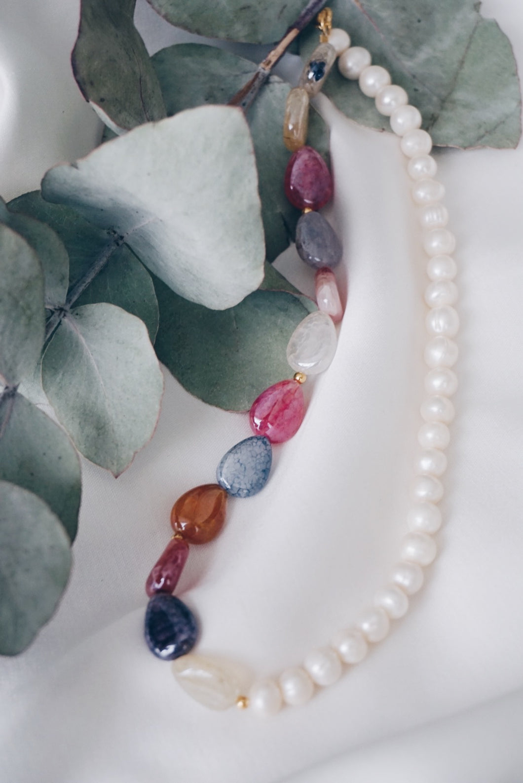 Half agate pearl necklace