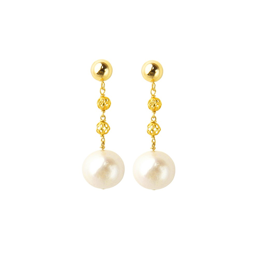 Short pearl earrings