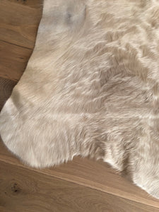 Hide Ivory/Natural 6x7.5 - LillieKat Rugs