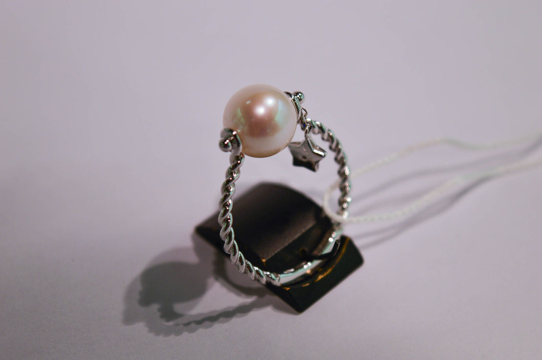 Pearl Ring with a Brilliant