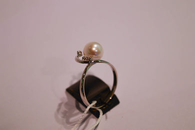 Pearl Ring with Brilliants