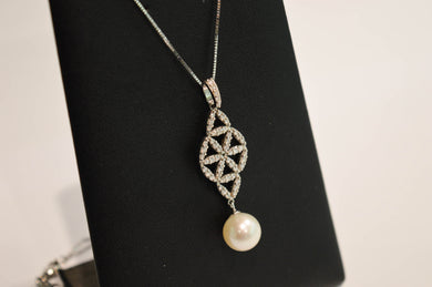 Pearl and Brilliant Necklace