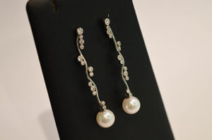 Gold Earrings with Brilliants and Pearls