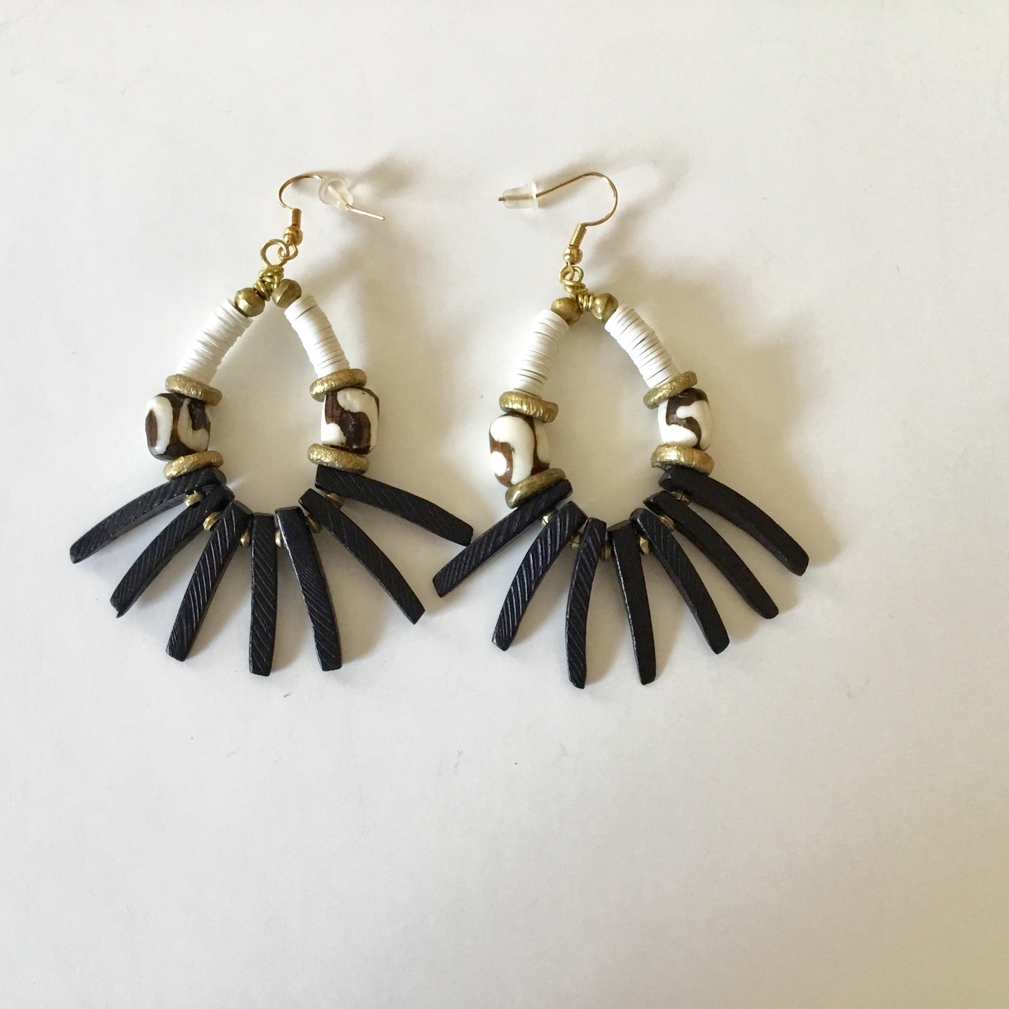 Earrings l Black & White