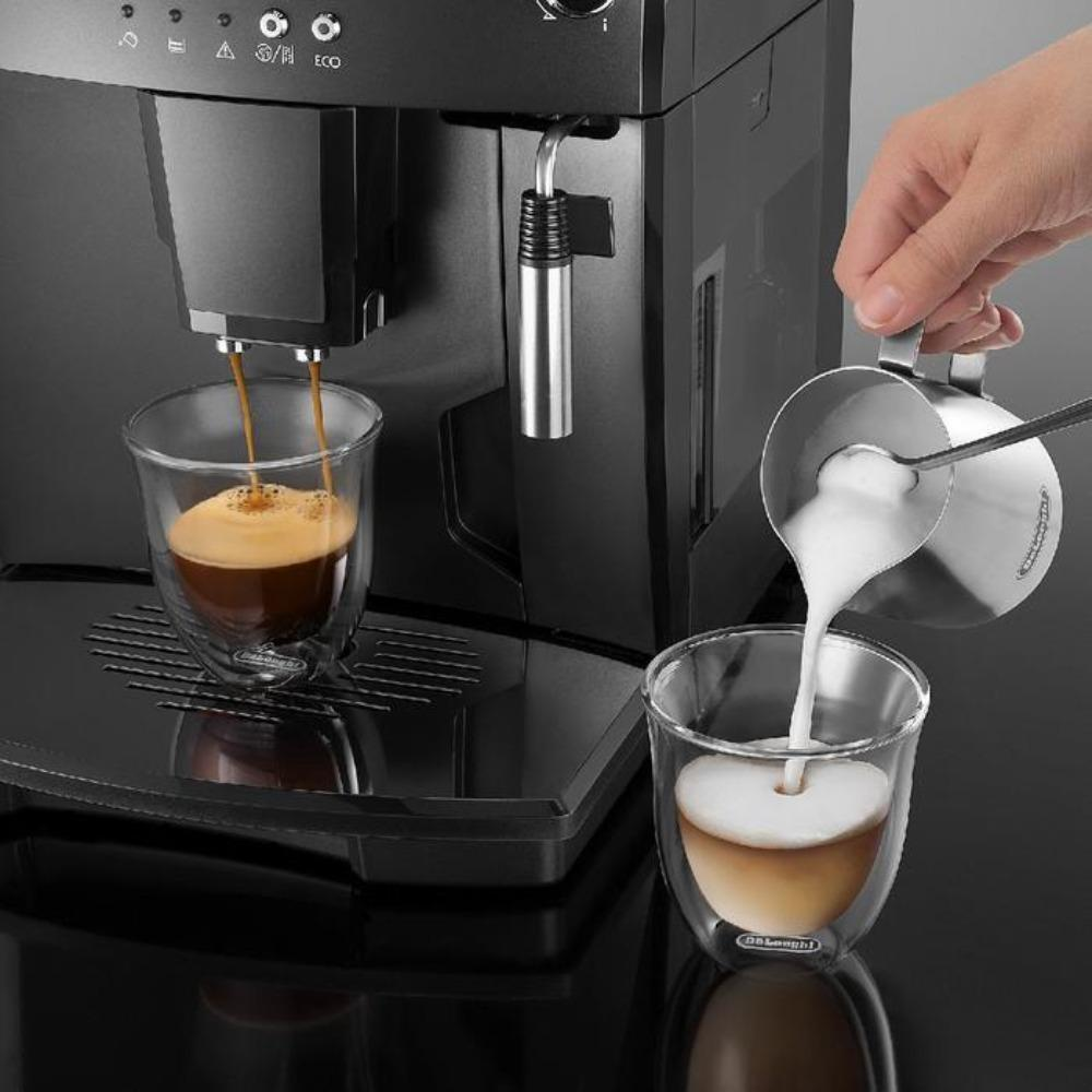 DeLonghi MAGNIFICA Super Automatic Espresso Machine (ESAM04110B / Black)  Latte