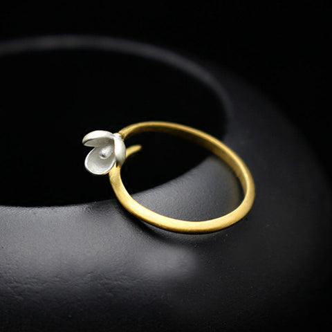 Greet Spring time with this wonderful White magnolia flower ring