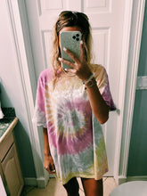 Load image into Gallery viewer, DESERT ROSE TIE DYE TEE - Olive Lynn