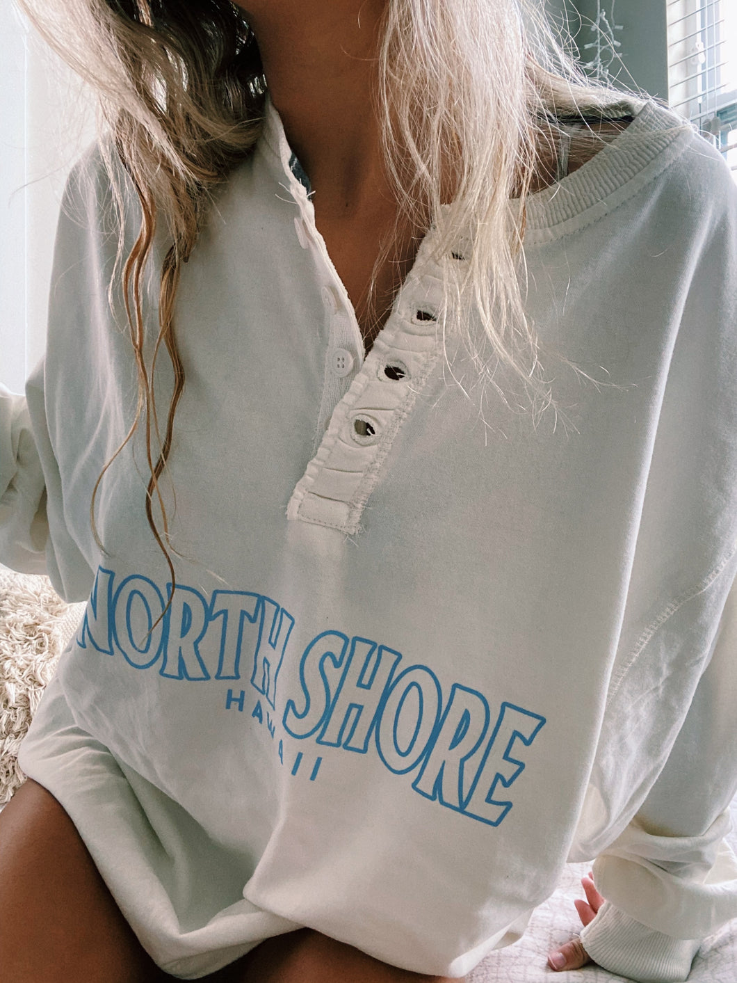 NORTH SHORE HENLEY - Olive Lynn