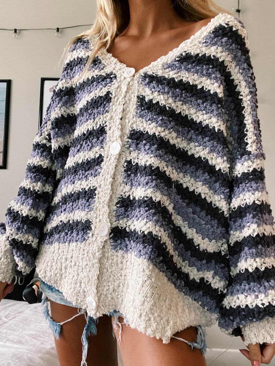 VIOLET DAYDREAMS CARDIGAN