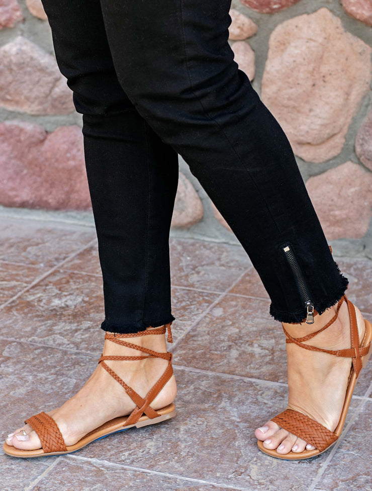 BLACK ANKLE SKINNY JEANS WITH SIDE ZIPPER