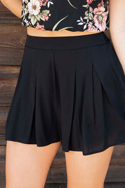 FLOWY HIGH WAISTED SHORT